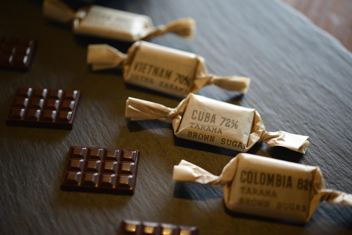 定番のチョコレートは産地ごとに味わいを楽しめるように