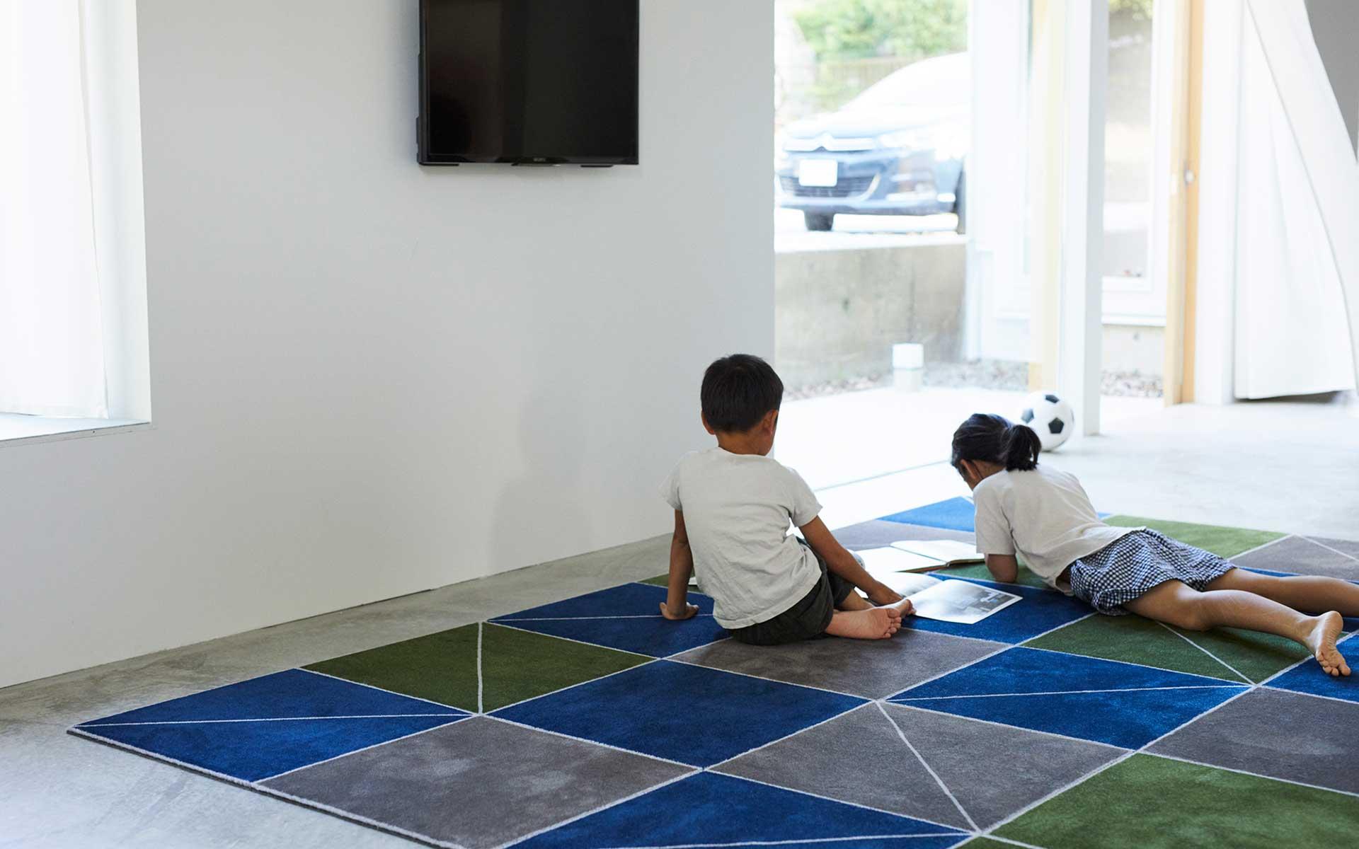 タイルカーペットの新定番。パズル感覚で組めるDIYカーペットの誕生秘話
