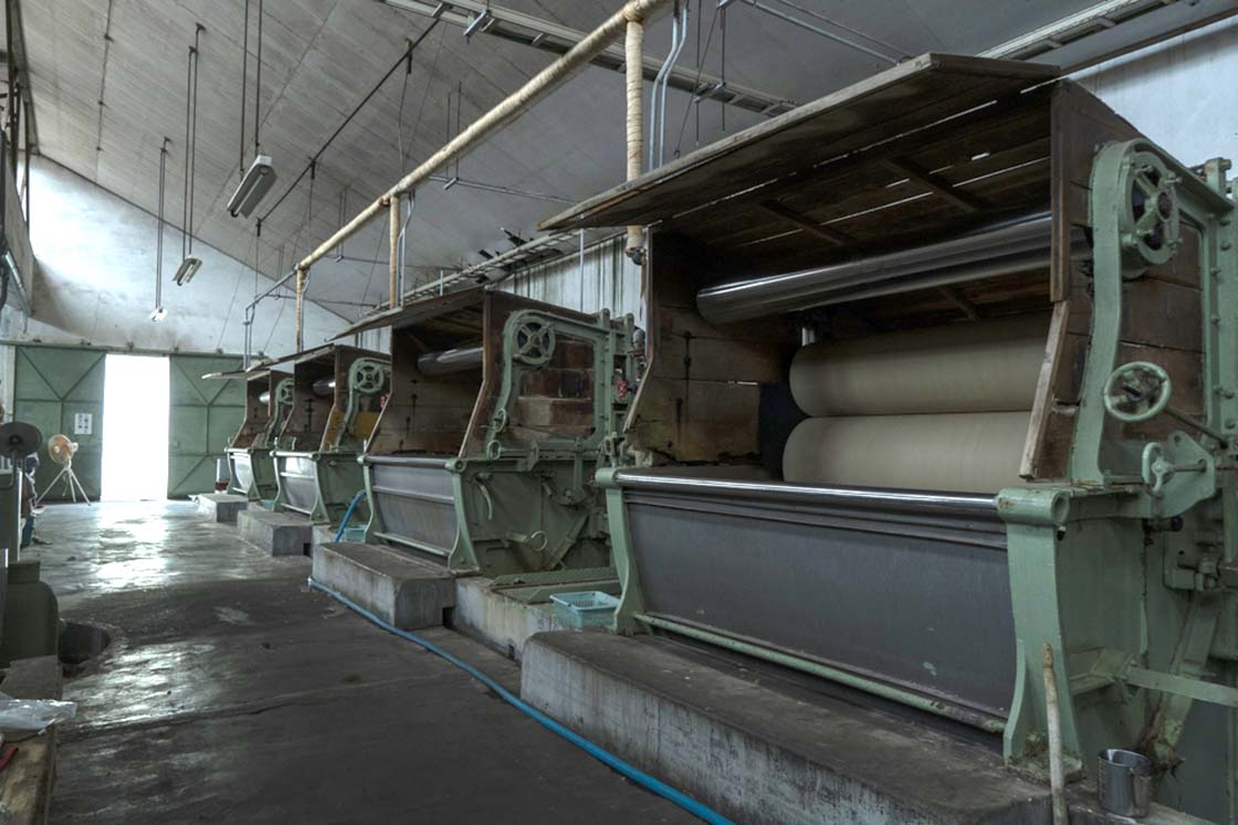 国産毛布の生産 今新毛織の工場