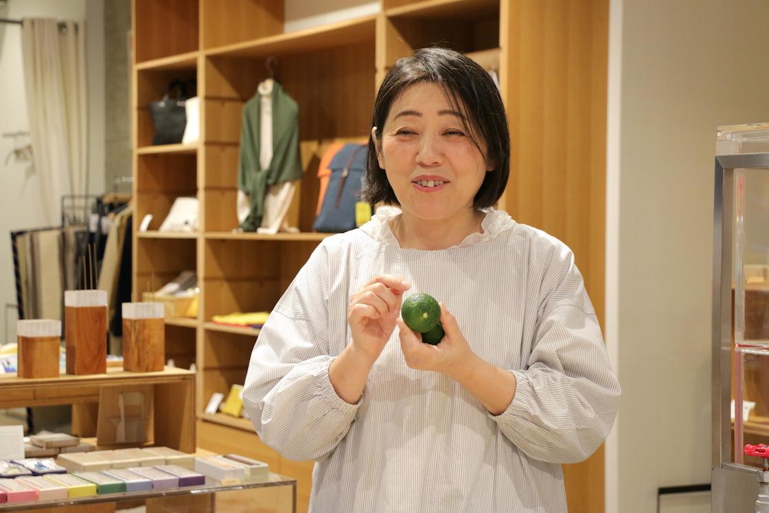 フードアドバイザーの神谷禎恵さん。「料理研究家と違って、料理は決して得意ではない。けれど、食を通して人を幸せにしたい思いは人一倍」。地元大分でゆずに出会い、ゆずごしょうの魅力を広める活動を10年以上続ける。人呼んで「マダムゆず」