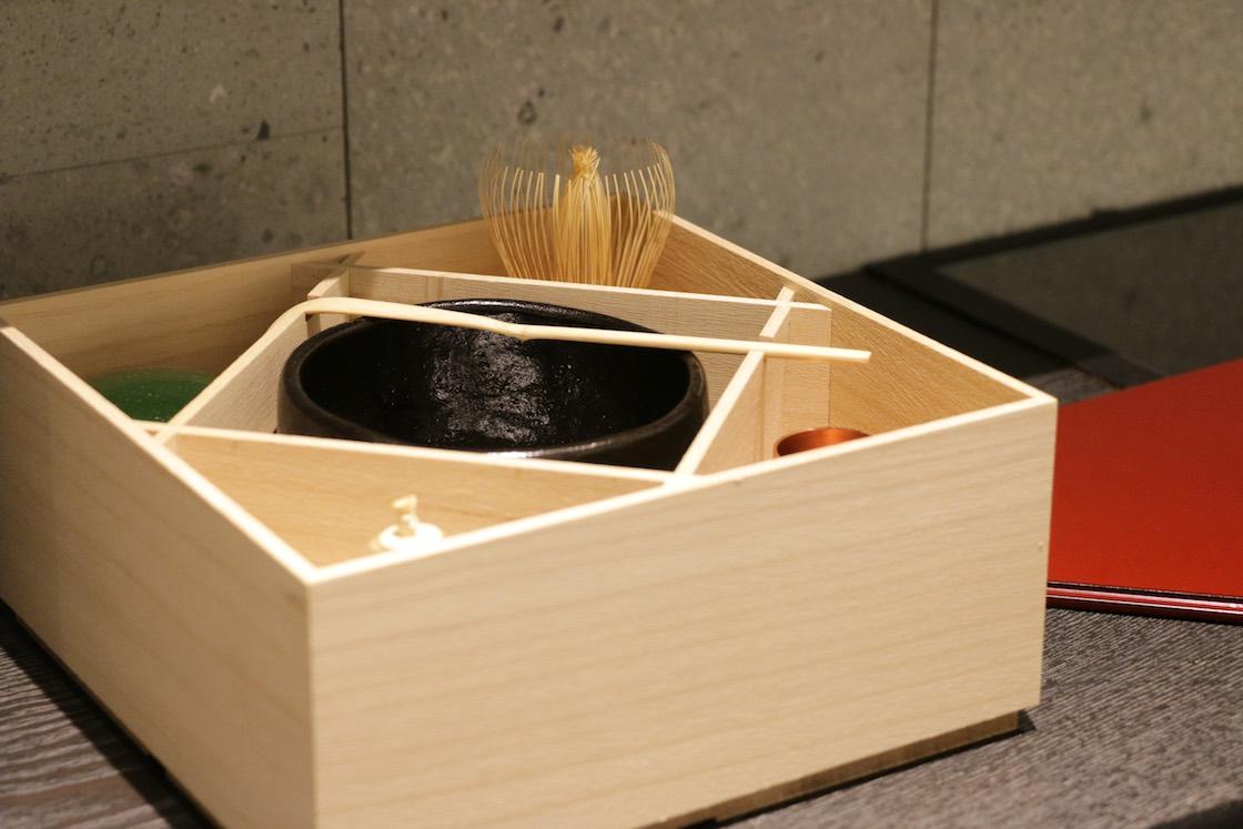 一つずつ自分好みの道具を揃えて完成する茶箱