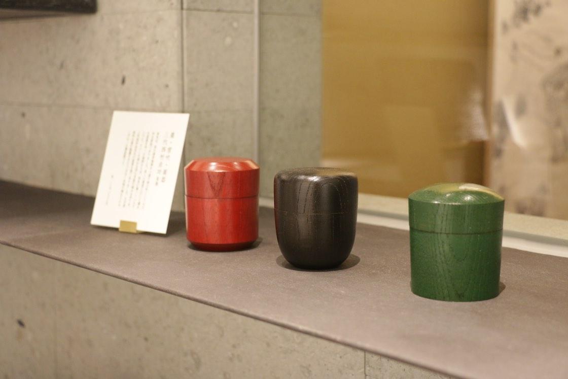 お抹茶を入れる、色とりどりの棗 (なつめ)
