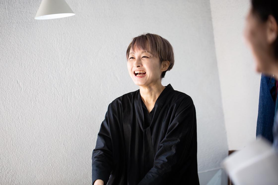 笑っている久美子さん