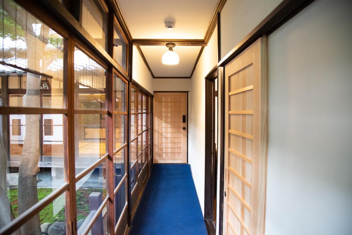 染の間、廊下