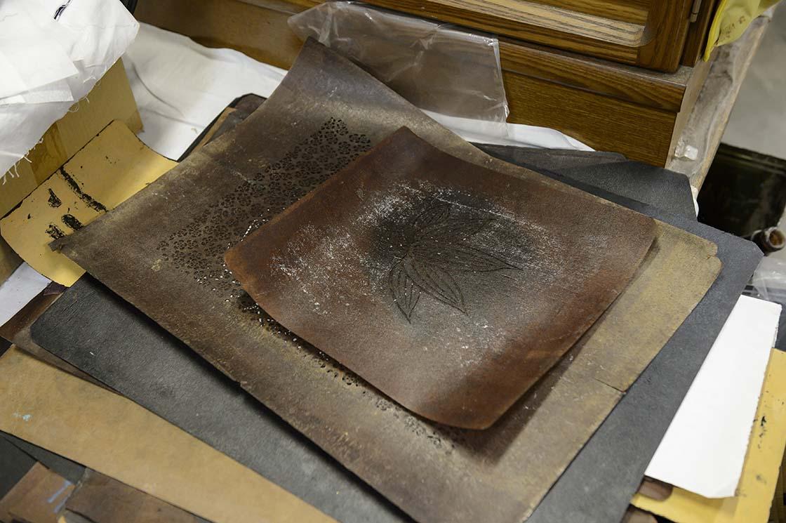 柿渋紙で作られた創業当初の型紙