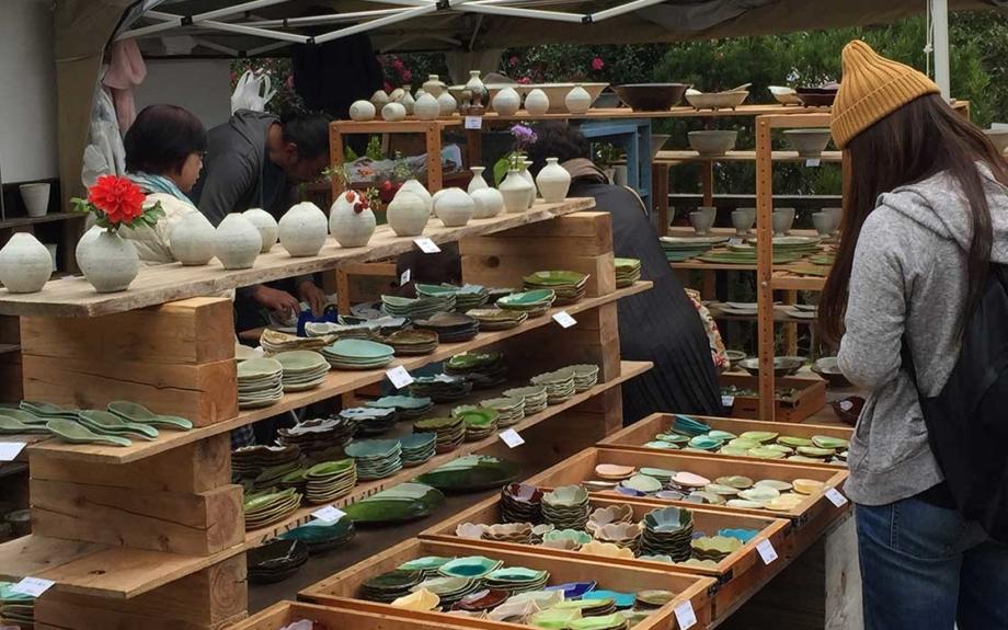 500のテントが立ち並ぶ「益子 秋の陶器市」が開幕!