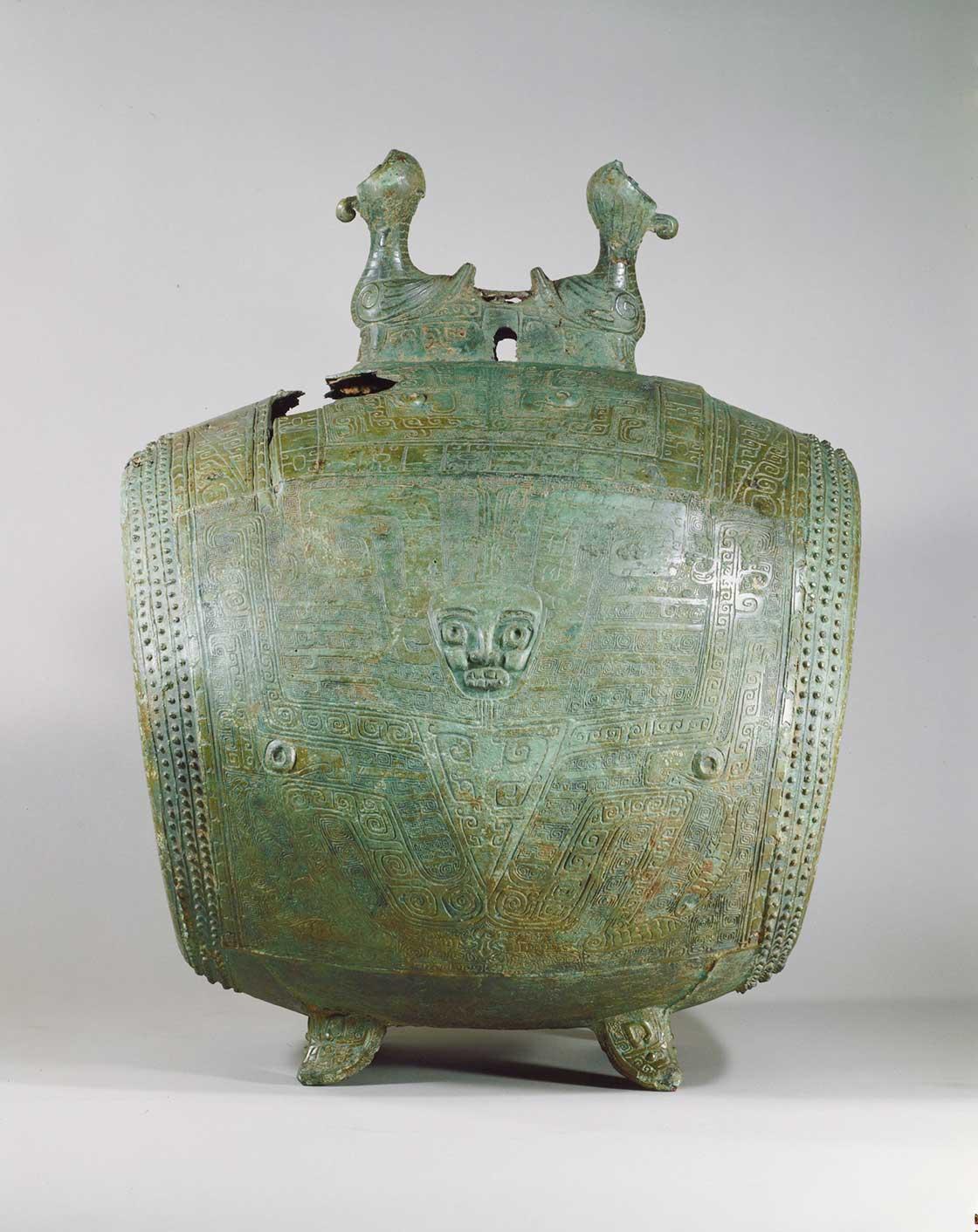 夔神鼓(きじんこ)商時代後期 前12~前11世紀 正面に人面を刻んだ青銅製の太鼓