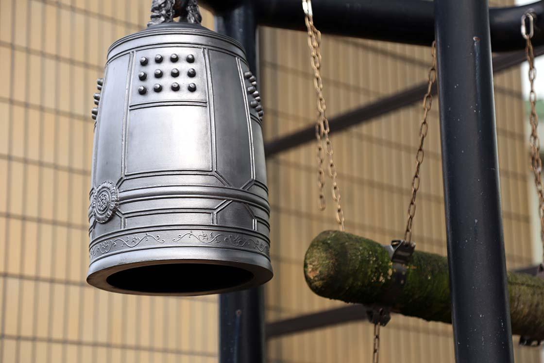 丸い部分が撞座。妙心寺の梵鐘の撞座はもっと上の位置にある