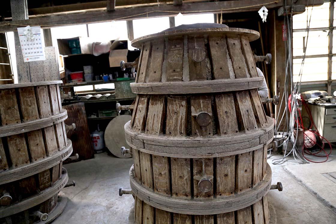 鐘の表面を形づくる外側の鋳型