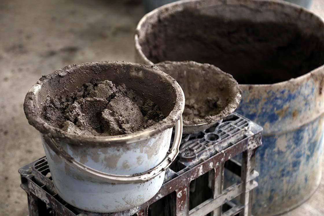 中子の材料は厳選した砂や粘土などを練り合わせたもの