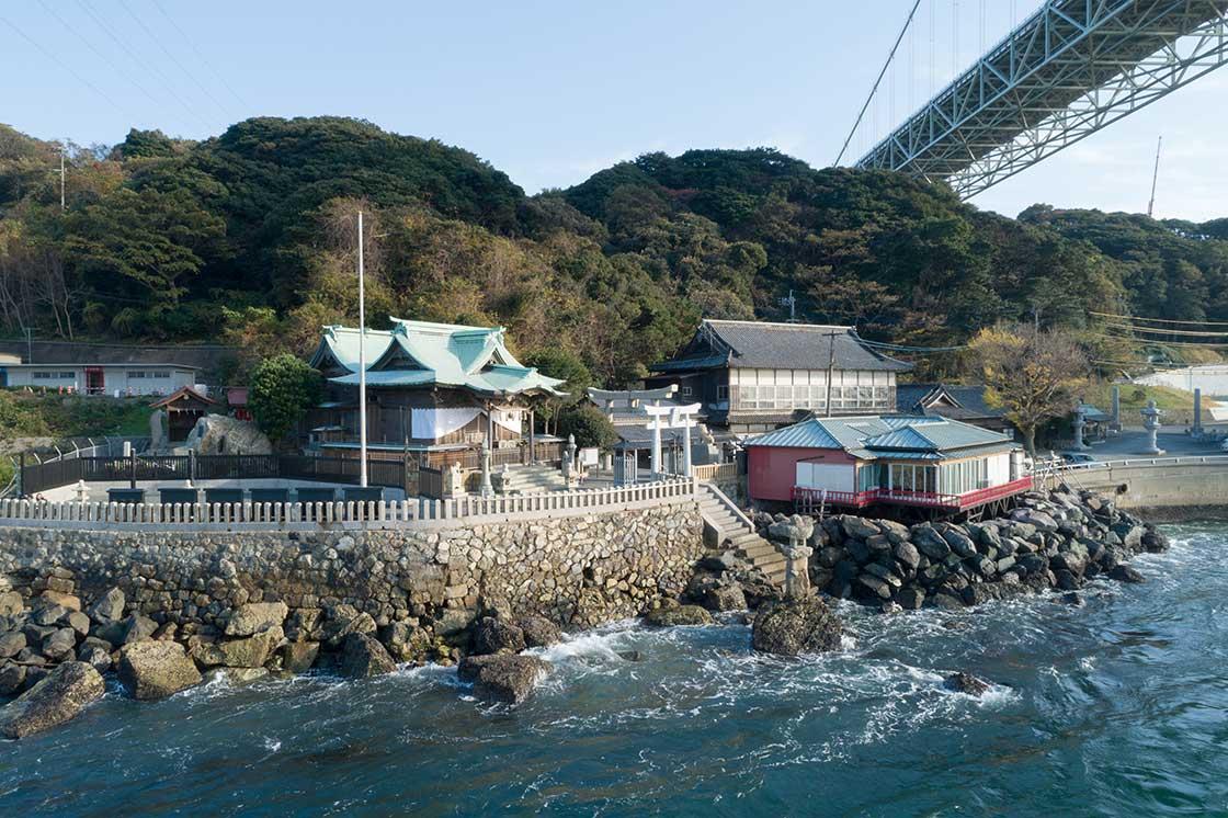 北九州の和布刈神社 関門海峡からすぐ