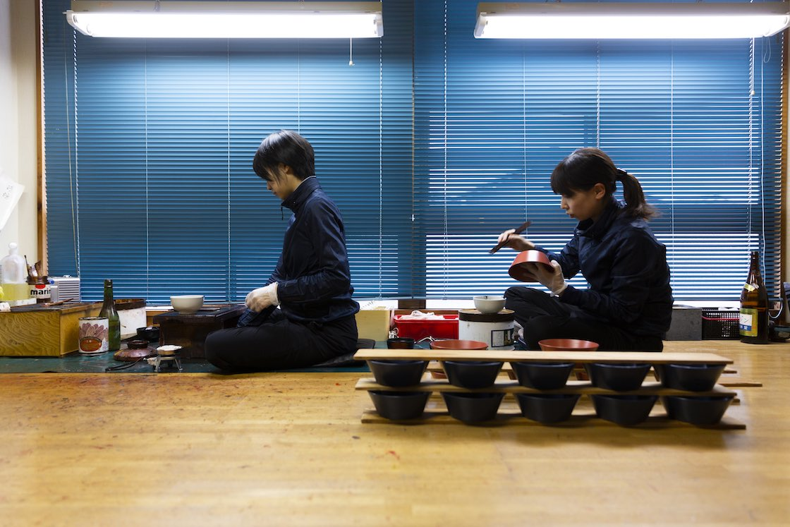 漆琳堂では内田さんのほかに4名の塗師が塗りを手がけています