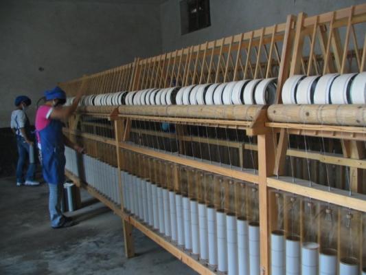明治時代に信州のお坊さんが発明したといわれているガラ紡機