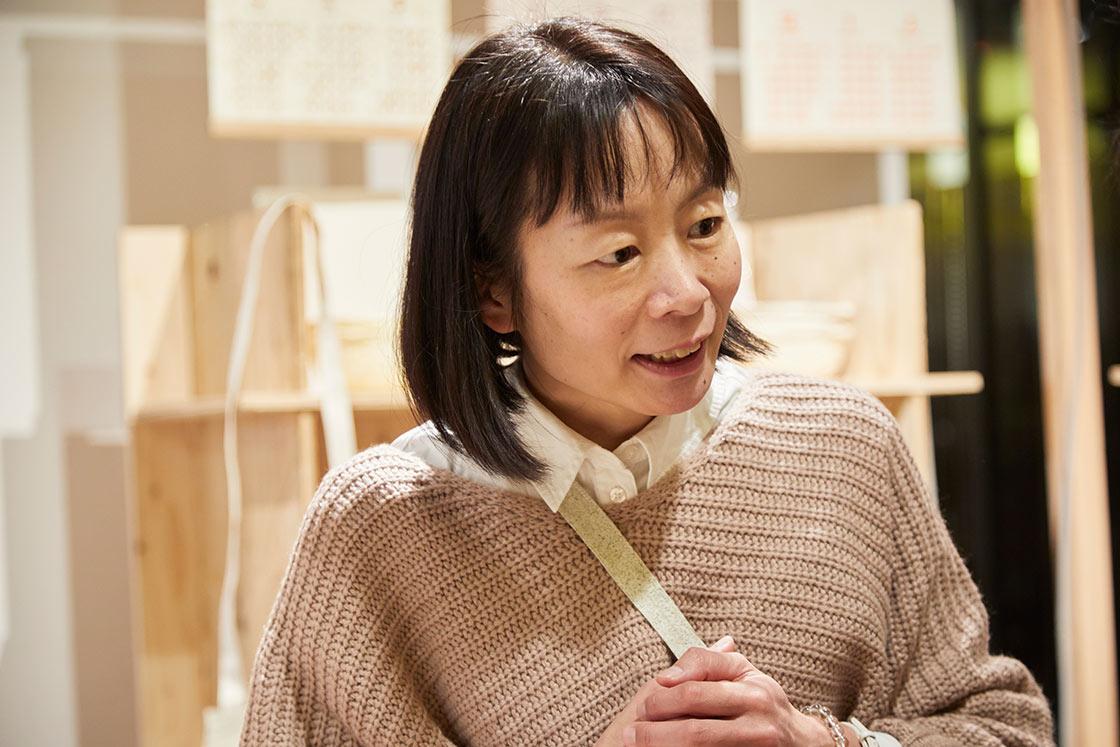 五十嵐製紙の伝統工芸士、五十嵐匡美さん
