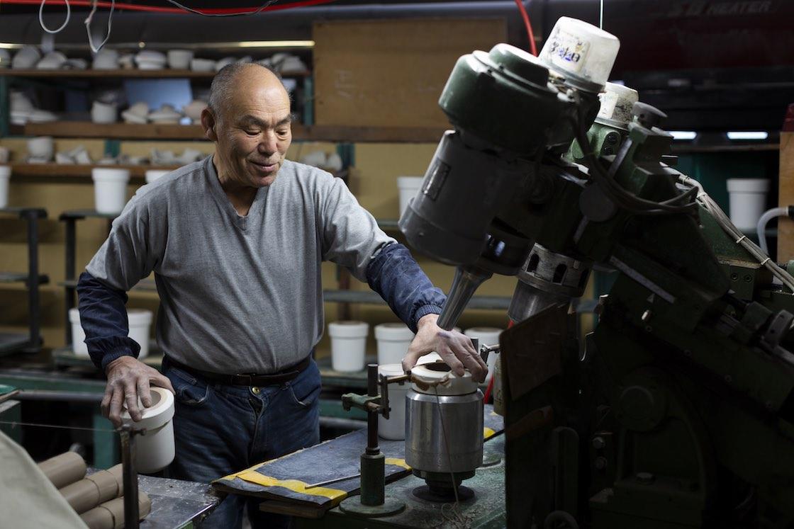 機械ろくろは正円形のアイテムに適した成形方法