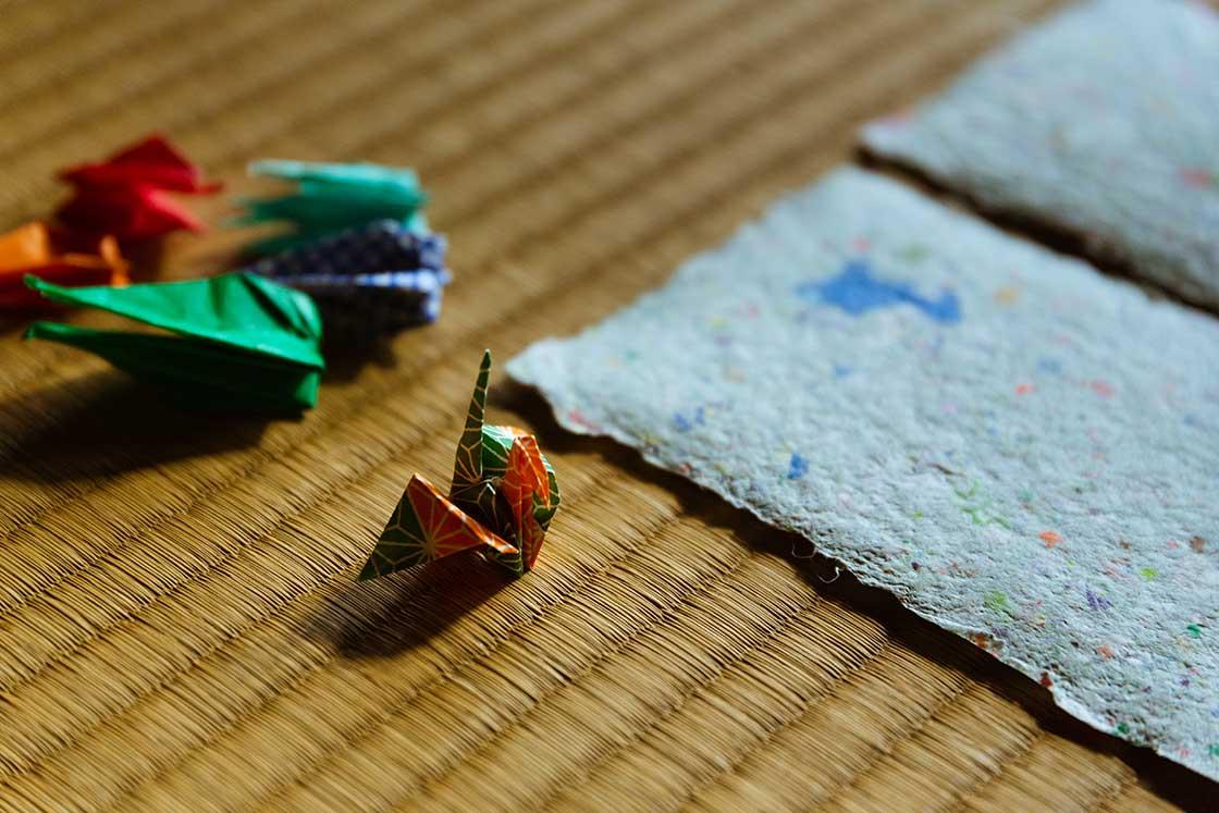 和紙に練りこまれていたのは折り鶴