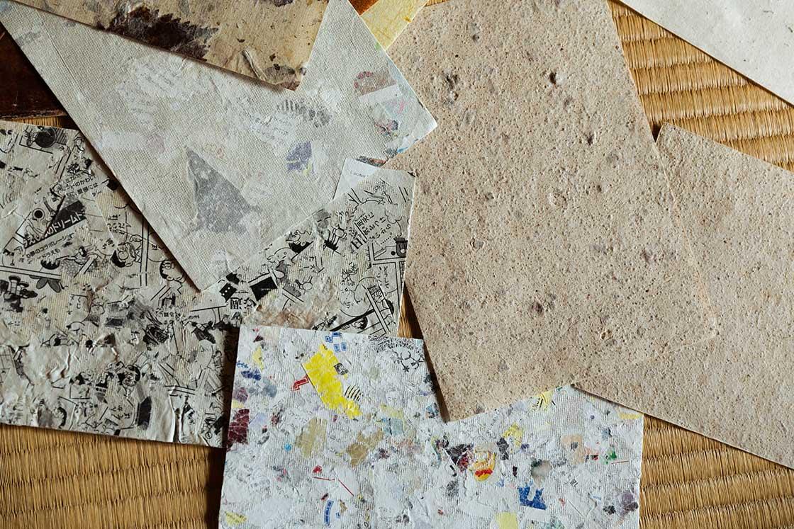 様々なものや色が練りこまれた和紙