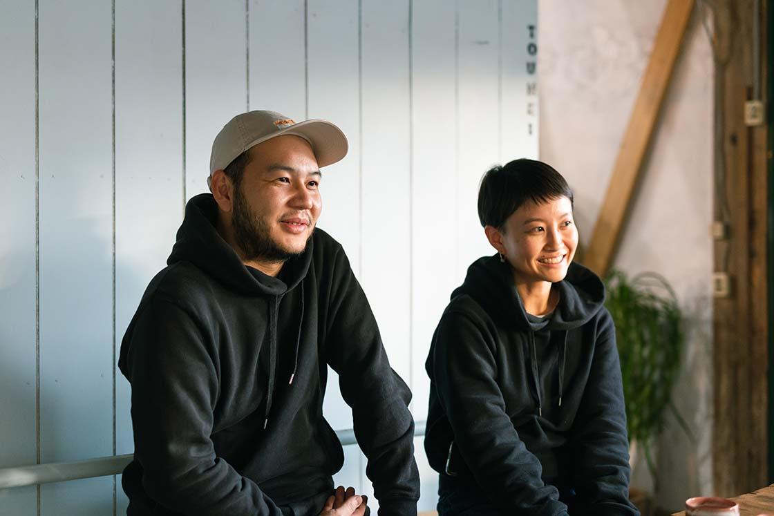 ガラス作家の髙橋漠さんと和田朋子さん