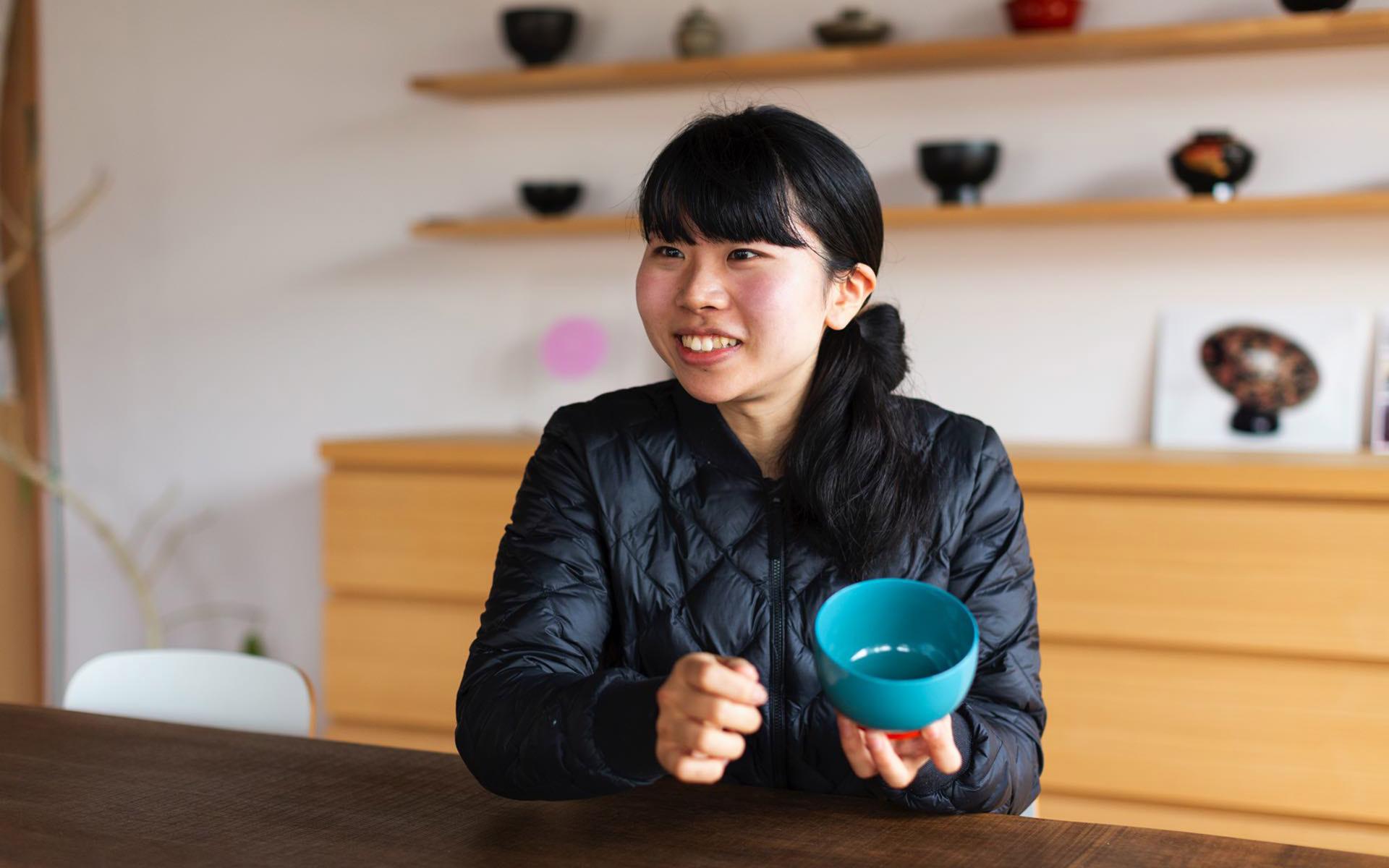 """漆琳堂の職人、高橋菜摘さんの""""仕事の理由""""──魅力的に見せるのも技術。漆器をつくって「届ける」までを担いたい"""