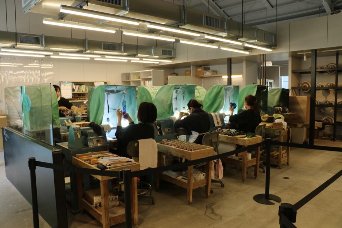 現在でも「薩摩ガラス工芸」では薩摩切子の生産が続けられている