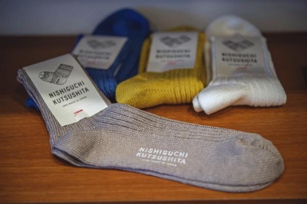 ニット・ウィンのオリジナルブランド「NISHIGUCHI KUTUSHITA」のリネンの靴下