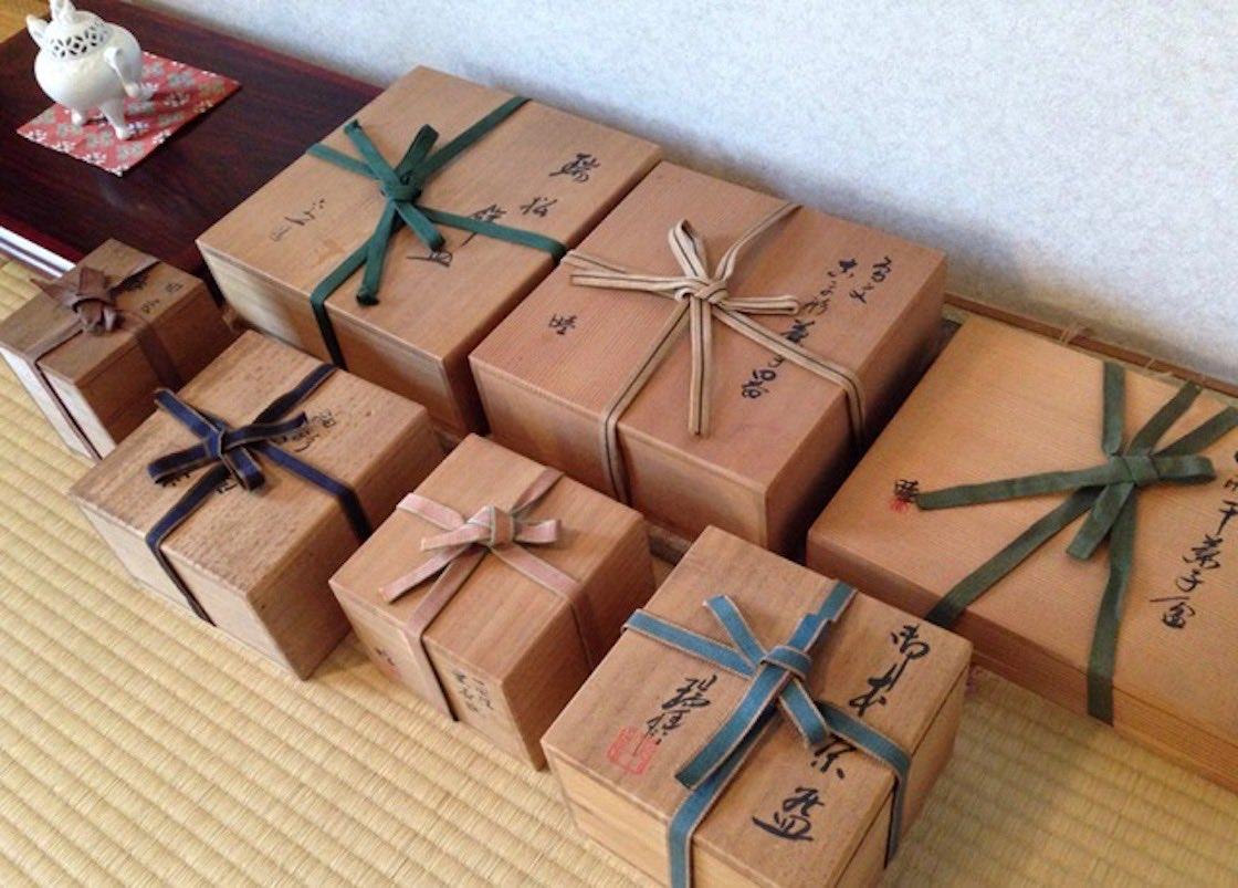 貴重な陶器類を納めた箱に掛けられた真田紐 入山純子氏蔵