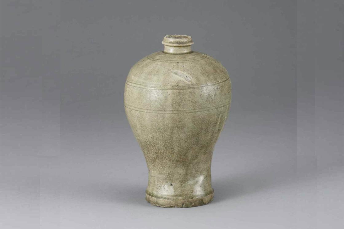 灰釉締腰形瓶子(14世紀後期)